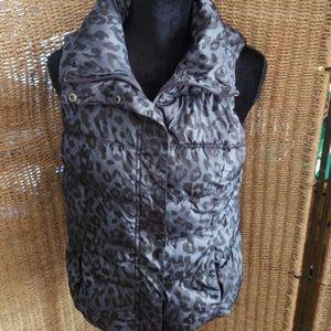 Old Navy leopard print vest sz small